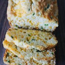 {gluten free} Jalapeño Cheddar Bread